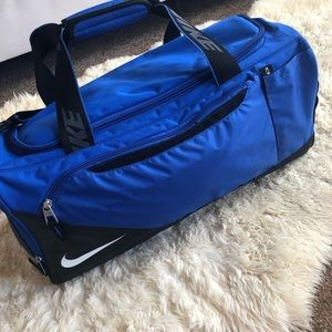 NIKE DUFFLE GYM TRAVEL BAG